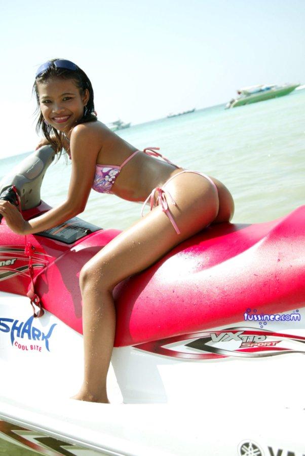 Tosha recommend Bikini airways stream