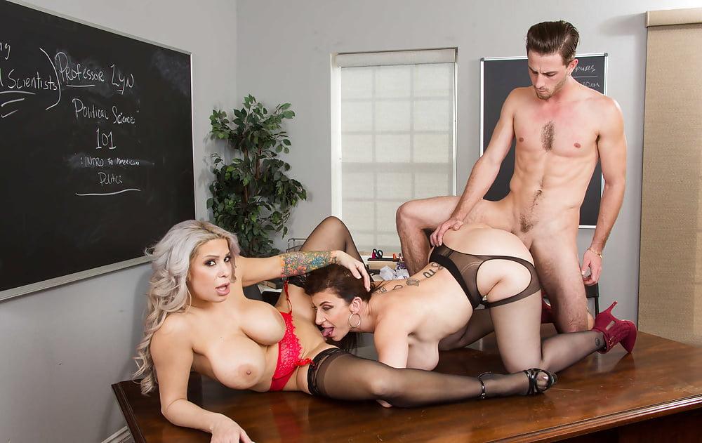 Michael recommend Sexual explicit couple voyeur